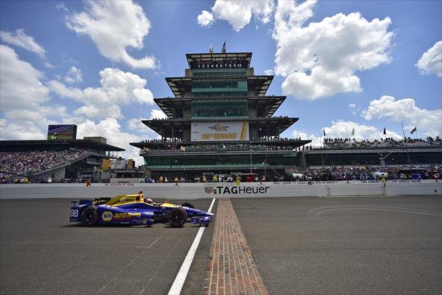 IndyCar: Indianapolis 500 – Rossi wins as rookie, first since Castroneves